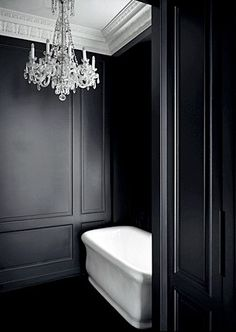 Nothing compares to black and white bathroom design interior decorating Interior Simple, Black And White Interior, White Interior Design, Black White Bathrooms, White Rooms, Bathroom Black, Charcoal Bathroom, Black Tub, Classic Bathroom