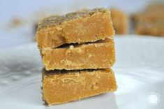 Brown Sugar Fudge No matter how you want to call it -brown sugar fudge, penuche or sucre à la crème, it has been flowing in my veins since I was a baby. My great grandmother was making the most del… Maple Fudge Recipes, Honey Recipes, Baking Recipes, Dessert Recipes, Quick Recipes, Cheesecake Cupcakes, Lemon Cheesecake, Cheesecake Recipes, Brown Sugar Fudge