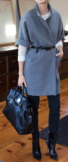 49 Woman Vest To Inspire Every Girl - Global Outfit Experts Casual Summer Dresses, Casual Outfits, Dress Casual, Modest Fashion, Fashion Outfits, Fashion Coat, Fashion Clothes, Chic Summer Style, Autumn Style