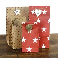 Ib Laursen - Papiertüten Sternenmix rot, 24er-Set. Wunderschöne Geschenktüten aus Papier in drei Größen.