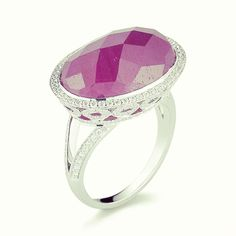 Still looking for a present for that special someone this month? Check out this ring, guaranteed to make her swoon..