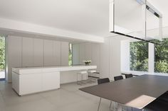 Een project van Minus in Keerbergen... White clean minimal interior