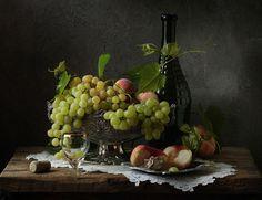 Автор фотографии - фотограф профессионал Галина Рябикова (Galina Ryabikova). ***. , натюрморт, виноград, персик, салфетка, бутылка, рюмка