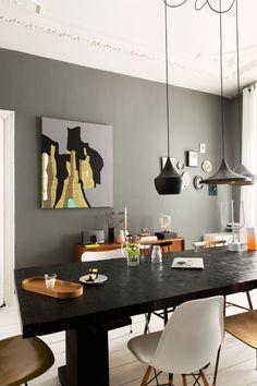 une superbe salle manger voguant sur la tendance urban jungle on adore les chaises roses qui. Black Bedroom Furniture Sets. Home Design Ideas