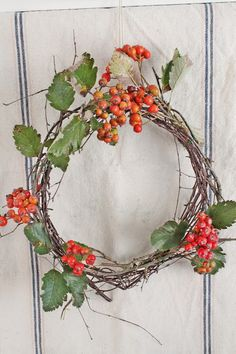 VIBEKE DESIGN: natural wreath with berries