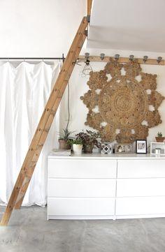Du blanc et du naturel dans un coin de ma maison . C'est comme revenir à mes premiers amours en matière de décoration d'intérieur. Le...