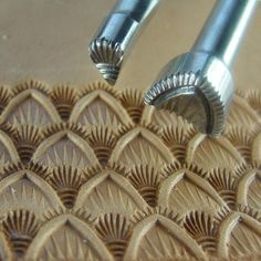 Hackbarth Stainless Leather Stamping Tools - Medium Seashell Set (2 Tools)