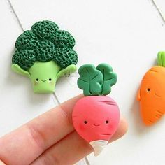 Cute kawaii vegetable pendant charms that would make you love 5 a day Polymer Clay Kunst, Polymer Clay Kawaii, Fimo Clay, Polymer Clay Charms, Polymer Clay Projects, Polymer Clay Creations, Clay Crafts, Diy Fimo, Clay Magnets