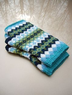 corrie fair isle mitts via knitted bliss blog