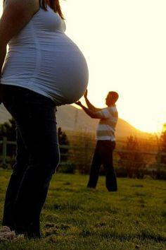 Juega con las perspectivas y haz fotos del embarazo tan chulas como esta