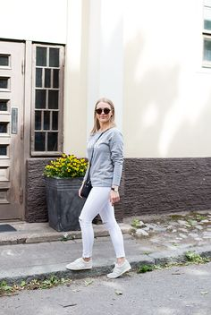 grey sweatshirt, white jeans outfit