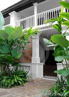 tropical-style-house-lush. Pinned by Janna Schreier