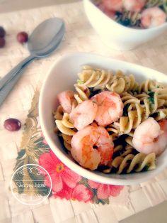 Pasta with shrimp and parsley pesto... Do you wanna try? :)