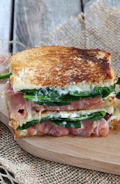 Croque-Monsieur with Fourme d'Ambert- A croque-monsieur with cheese and serrano ham for a quick meal well done. Healthy Diet Plans, Healthy Salad Recipes, Kids Nutrition, Nutrition Chart, Nutrition Quotes, Nutrition Activities, Eating Habits, Quick Meals, Cas