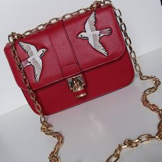 Thanks @stradivarius for this pretty red bag with embroidered birds  This bag is nothing like the other bags in my collection and it combines 2 trends for spring 2017: colorfull accessories and embroidery (go over to our blog to see a blogpost about trends and musthaves for Spring 2017)  .  Have a nice day !  .  .  .  #newbag #redbag #embroidery #embroideredbirds #golddetails #stradivarius #spring #bold #colorfull #blogger #belgianblogger #lifestyleblogger #igers #vsco #vscocam #canon