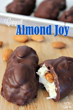 Did you know you can make your own Almond Joy candies at home? In my opinion, these actually taste better homemade. 😉 I like making these for gifts or just a late night snack or dessert. Fudge Recipes, Dessert Recipes, Copycat Recipes, Caramel Recipes, Almond Joy Bars Recipe, Almond Joy Brownies, Apple Brownies, Almond Joy Cake, Just Desserts