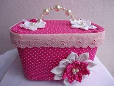 from empty ice cream plastic container Mais Crafts To Do, Crafts For Kids, Arts And Crafts, Diy Crafts, Paper Flowers Craft, Flower Crafts, Ice Cream Containers, Plastic Containers, Pretty Box