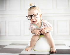 Potty training is hard! Let me help you make this experience easier and teach you the secret hack to potty training success! These potty training tips will help you get your toddler potty trained in no time! Toddlers And Preschoolers, Color Montessori, Potty Training Humor, Free Diapers, Scary Mommy, Child Life, Toddler Preschool, Toddler Potty, Preschool Teachers