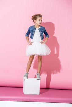 Kinderkleding bij ZEB For Stars Stylish Kids Fashion, Fashion Kids, Girl Fashion, Little Girl Models, Child Models, Girl Photo Shoots, Girl Photos, Clothing Photography, Children Photography
