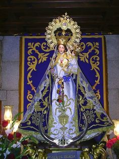 Oraciones Católicas: Himno a la Virgen de Gracia Blessed Mother Mary, Blessed Virgin Mary, Madonna, St Maria, Virgin Mary Statue, Vintage Holy Cards, Images Of Mary, Our Lady Of Lourdes, Holy Mary