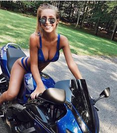 Beautiful girls with dimples to melt your heart. Lady Biker, Biker Girl, Motos Sexy, Moto Biker, Girls With Dimples, Chicks On Bikes, Estilo Fitness, Motorbike Girl, Motorcycle Bike