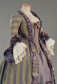 Dress 1784, Rosa e Cornelia. Look at those lace sleeves!