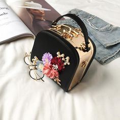 2019 Metal Clip Small Square Bag New Fashion Dinner Flower Shoulder Diagonal Handbag Bags Shoulder Bags 822 Latest Handbags, Popular Handbags, Cute Handbags, Cheap Handbags, Black Handbags, Fashion Handbags, Purses And Handbags, Fashion Bags, Fashion Purses
