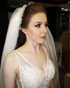 Gelin Saç ve Makyaj modelleri Lace Wedding, Wedding Dresses, Wedding Engagement, Wedding Hairstyles, Daisy, Hair Beauty, Make Up, Bride, Hair Styles