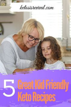 These kid-friendly keto recipes are fun and nutritious for the whole family and give you a chance to cook one meal for everyone. Check out this pin for the recipe! Keto Chocolate Chips, Low Carb Chocolate, Ketogenic Diet Meal Plan, Ketogenic Diet For Beginners, Keto Snacks, Snack Recipes, Keto On The Go, Baking With Almond Flour, Sugar Free Syrup