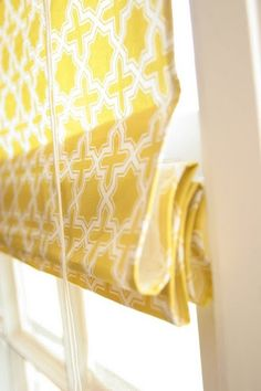 From Homemade Ginger: DIY Roman Shades Using Mini Blinds. Roman shades look so much nicer than mini blinds. Yellow Curtains, Curtains With Blinds, Roman Curtains, Yellow Roman Blinds, Blinds Diy, Fabric Blinds, Window Coverings, Window Treatments, Diy Roman Shades