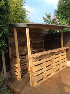 Amazing Shed Plans - Outrageous Pallet Bar Out of 12 Reclaimed Pallets DIY Pallet Bars Now You Can Build ANY Shed In A Weekend Even If You've Zero Woodworking Experience! Start building amazing sheds the easier way with a collection of shed plans! 1001 Pallets, Wooden Pallets, Recycled Pallets, Patio Ideas With Pallets, Pallet Ideas For Outside, Bar Made From Pallets, Backyard Pallet Ideas, Pallets Garden, Bar Pallet