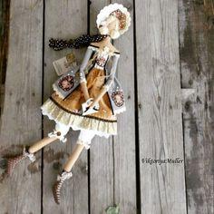 Купить или заказать кукла тильда ручной работы БАРЫШНЯ С СУМОЧКОЙ в интернет-магазине на Ярмарке Мастеров. Барышня с сумочкой в винтажном стиле. Пальто из льна , сумочка из натуральной кожи, юбочка в розочках..