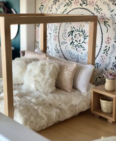 Dollhouses deserve designing love too! We are forever changing and redecorating rooms. Why wouldn't we do the same for our tiny rooms✨ Modern Dollhouse, Diy Dollhouse, Doll Houses, Bird Houses, Bedroom Furniture, Modern Furniture, Hello Dolly, Uni, Kids Fashion