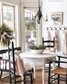 Farmhouse Details for a Beautiful and Reliable Exterior - The Cottage Market - cottage kitchens Country Farmhouse Decor, French Country Decorating, Farmhouse Style, Country Style, Cottage Farmhouse, Cottage Kitchens, Home Fashion, Decorating Your Home, Decor Styles