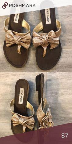 Steve Madden Gold Glitter Bow Sandals Steve Madden gold glitter bow sandals, size 7, worn a few times. Slight rise on the heel but These sandals are SO cute! Steve Madden Shoes Sandals