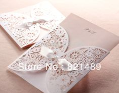 Delicado blanco Floral Laser Cut tarjetas de invitación para el partido, boda, cumpleaños, despedida de soltera - - grupos de 50 unids(China (Mainland))