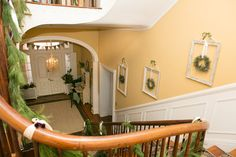 Holiday Decorating at The Tyler Spite House/Frederick, MD traditional staircase Spite House, Traditional Staircase, Empty Frames, Old Picture Frames, Deco Design, Decoration Table, Vintage Frames, Blue Design, Summer Garden