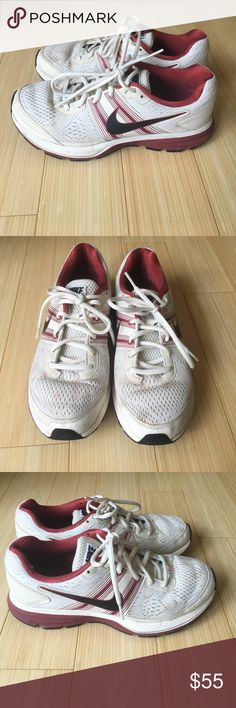 Nike Pegasus 29 Great condition Nike Pegasus shoes. Some staining on the front that can easily be removed with bleach or machine wash. Nike Shoes Athletic Shoes