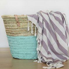 toallas de algodón turcas. cotton towel + painted basket. www.mimosayestraza.com