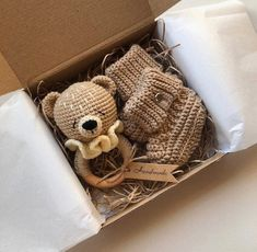 Baby Gift Box, Creative Baby Gifts, Knit Baby Booties, Baby Shower Garland, Baby Knitting, Knitted Baby, Crochet Bunny, Newborn Baby Gifts, Baby Rattle