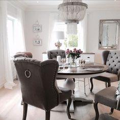 I nettbutikken vår http://ift.tt/1UdJ1or finner du disse møblene og mange andre lekre møbler  Nå har vi flere gode tilbud. #classicliving #louisvingestolgreige #Newyorkspisebord155 #pearllampe #Brussellampe #lyonkjøpmannsdisk
