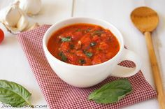 Pizza Sauce for the Perfect Pizza Basic Tomato Sauce Recipe, Homemade Tomato Sauce, Tomatoe Sauce, Hcg Diet Recipes, Sauce Recipes, Perfect Pizza, Homemade Pickles, Quick Easy Meals, Food Dishes