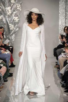 Theia Bridal Printemps-Été 2020 - tendances mode, beauté, mannequins et inspirations Wedding Dress Trends, Bridal Wedding Dresses, Bridal Style, Wedding Hair, Wedding Rompers, Theia Bridal, Bridal Wardrobe, Blush Gown, Podium