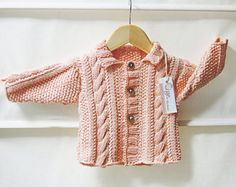 Jacket with cables and moss stitch panels Knitting pattern by OGE Knitwear Designs Knitting For Kids, Baby Knitting Patterns, Baby Patterns, Knitting Ideas, Knitting Projects, Cardigan Pattern, Baby Cardigan, Jumper Bebe, Pattern Baby