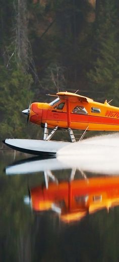 De Havilland Canada DHC Oh, I don't wish for many toys limited to the wealthy ones. but a nice seaplane as such would be one! Civil Aviation, Aviation Art, Lac Canada, Photo Avion, Bush Pilot, Amphibious Aircraft, Bush Plane, Float Plane, Flying Boat