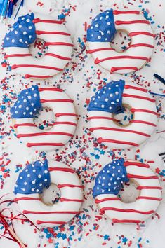 A collection of 30 Patriotic of July Dessert Recipes including a layered flag cake, American flag donuts, firework s'mores and no churn cake ice cream! Patriotic Desserts, 4th Of July Desserts, Patriotic Party, Patriotic Crafts, 4th Of July Cake, Fourth Of July Food, 4th Of July Party, Memorial Day, 4. Juli Party