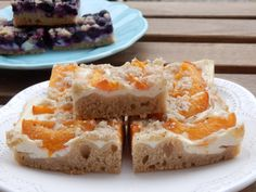 kvaskovy merunkovy kolac Pie, Bread, Desserts, Food, Torte, Tailgate Desserts, Cake, Deserts, Fruit Cakes