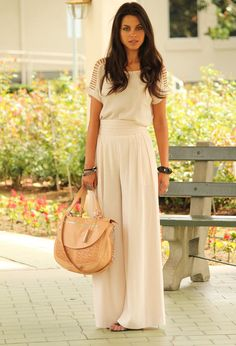 Do you have the palazzo pants? It was in the late 1960s and early 1970s that the palazzo pants were known to the world. Now, their popularity is back again. Well, what is the exact definition of palazzo pants? The palazzo pants refer to the kind of trousers with rather loose and wide legs flaring[Read the Rest]