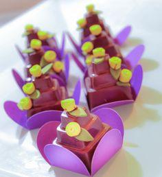 Mini bolo de chocolate, doce de festa, docinho, doce fino