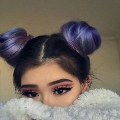 ▷ Ideas and Inspirations for Fantastic Dutt Hairstyle .- ▷ Ideen und Inspirationen für fantastische Dutt Frisuren girl with ultra cool make up and purple hair - Bun Hairstyles, Pretty Hairstyles, Two Buns Hairstyle, Doubles Chignons, Hair Inspo, Hair Inspiration, Grunge Hair, Dream Hair, About Hair